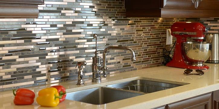 Kitchen backsplash made of rectangular brown and gray tiles
