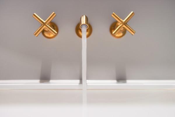 gold-vanity-hardware