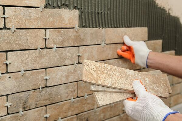 installing-tiles-on-wall