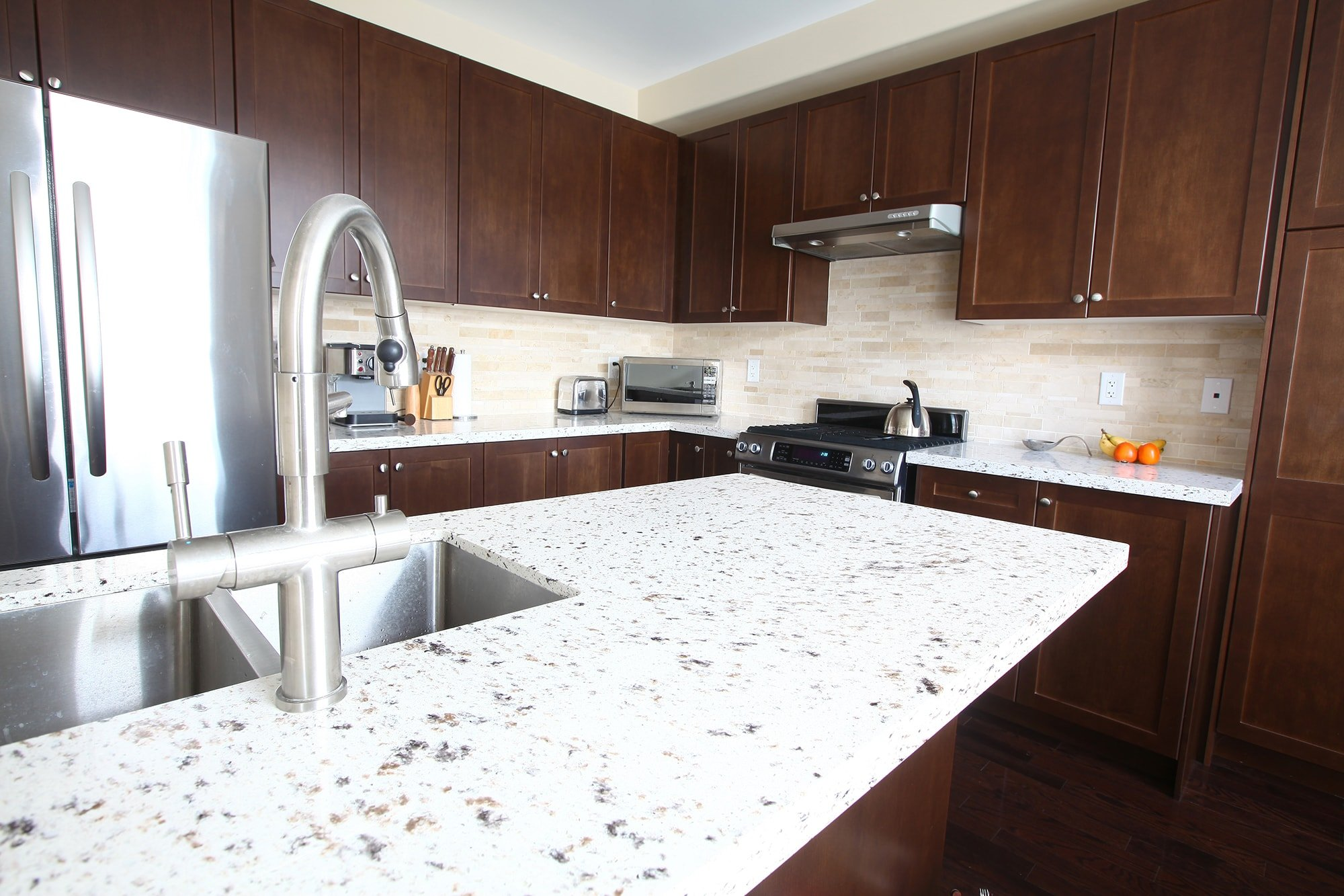 Granite vs. Quartz: A Grudge Match for Countertop Dominance